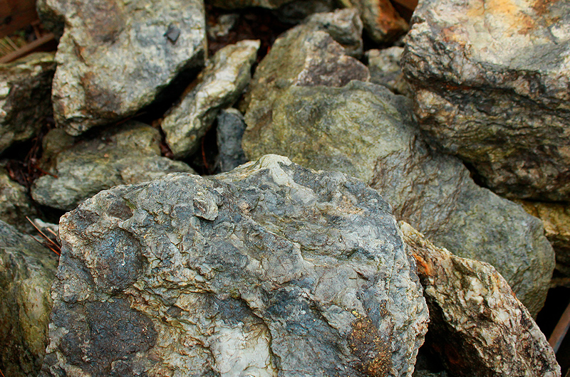 cristallo-green-rockery-stone.jpg